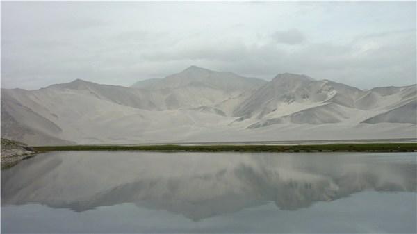 白亜でできた山