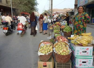 果物売りのおばさん