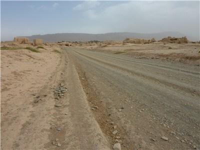 荒れ地の道路