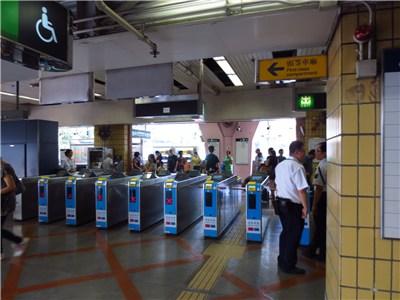 上水駅の改札口