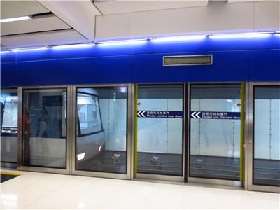 ターミナル内の移動は地下鉄