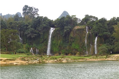 ベトナム側の滝